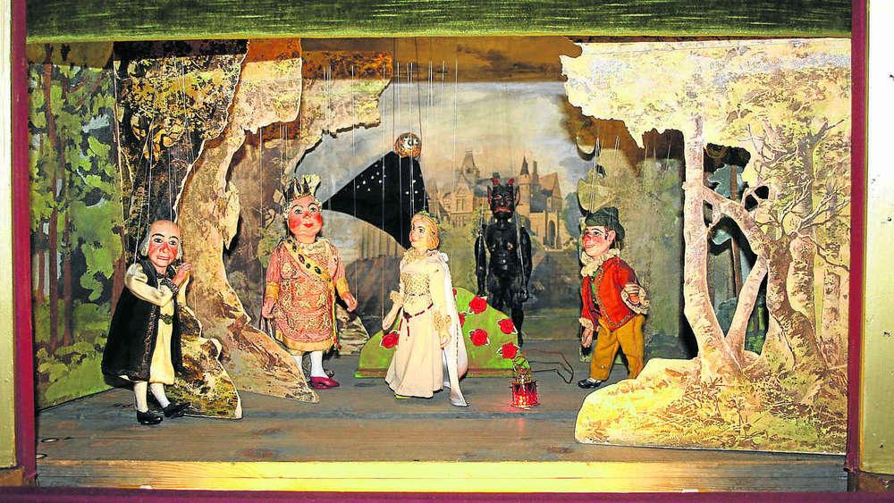 Beim marionettentheater alte puppen wiederbelebt erding for Mobel aus den 40er jahren