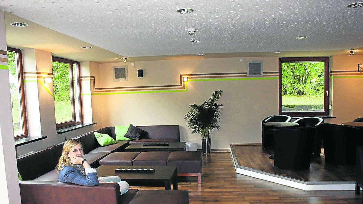 Aus dem wohnzimmer wird eine chice lounge f rstenfeldbruck - Wohnzimmer lounge ...