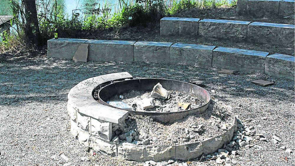 Feuerstelle am haager weiher zerstort rund 200 euro for Feuerstelle garten mit bonsai schale rund