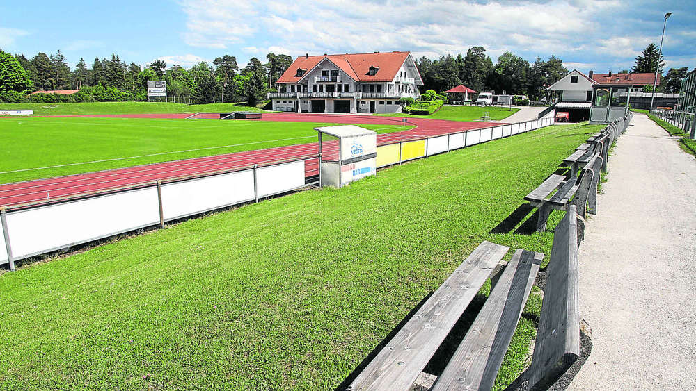 isar loisach stadion ein dach f r die kicker geretsried wolfratshausen. Black Bedroom Furniture Sets. Home Design Ideas