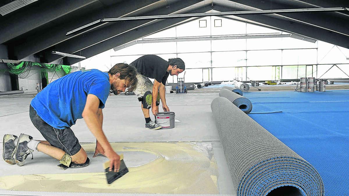 Teppich raus aus Tennishalle  Miesbach