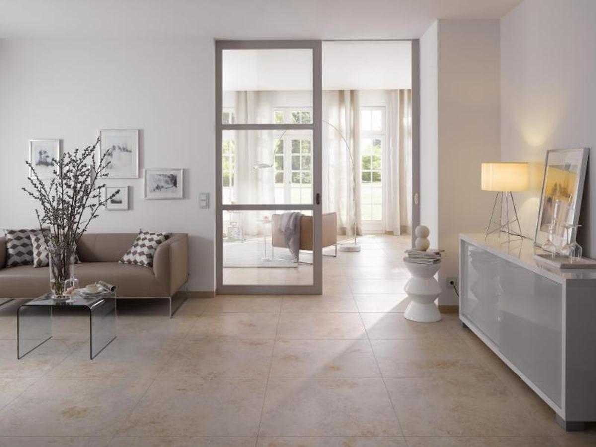 der holzboden ist aus fliesen trends bei der keramik wohnen. Black Bedroom Furniture Sets. Home Design Ideas