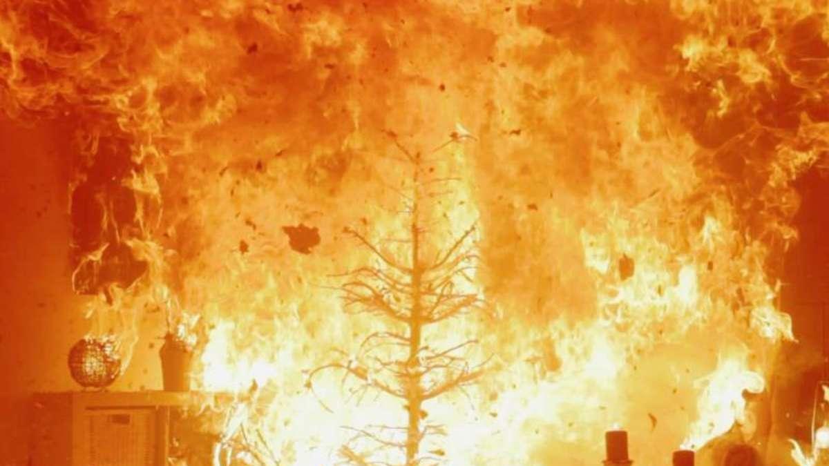 brennt wie zunder den weihnachtsbaum sicher schm cken. Black Bedroom Furniture Sets. Home Design Ideas