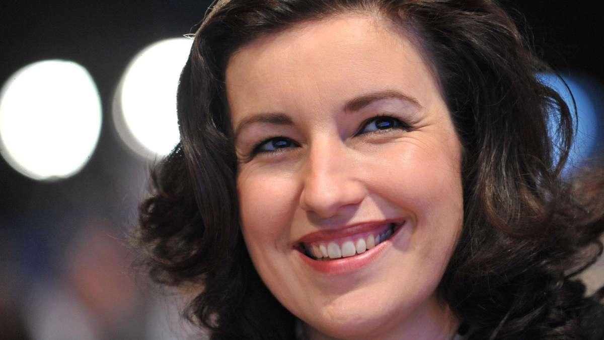 CSU-Politikerin Dorothee Bär lässt sich im FKK-Bad