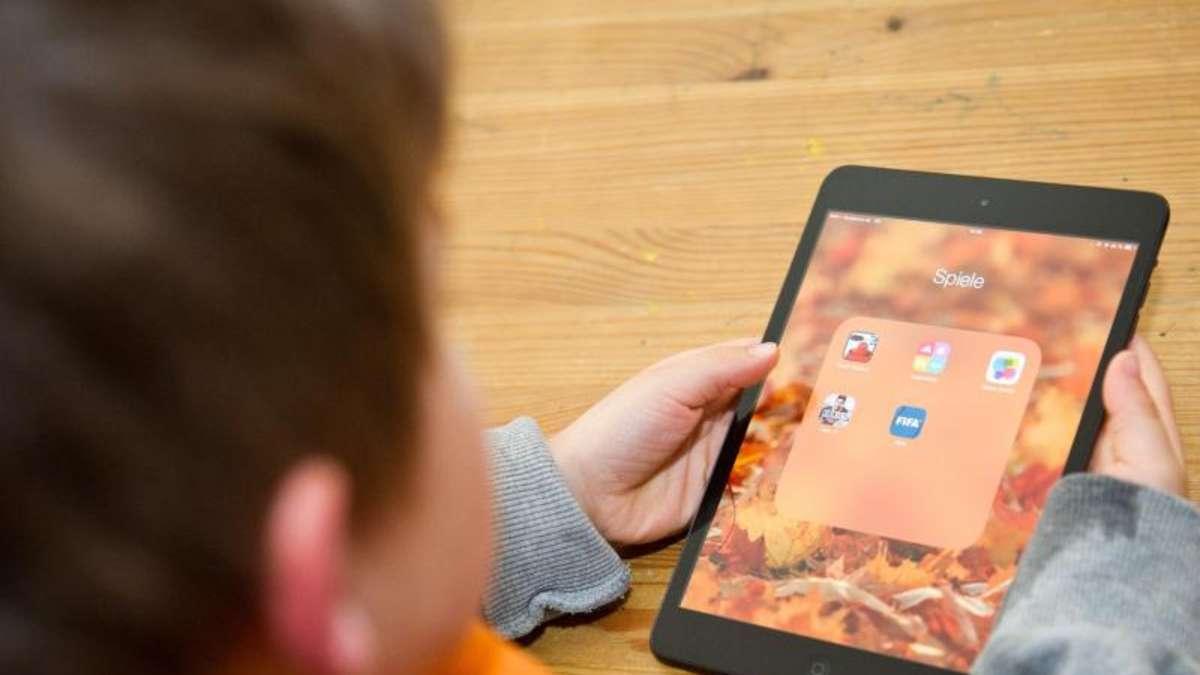 eltern sollten kinder mit lese apps nicht alleine lassen. Black Bedroom Furniture Sets. Home Design Ideas