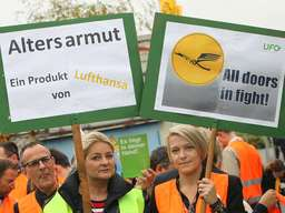 http://www.merkur.de/bilder/2015/11/06/5792928/357692501-lufthansa-streik-ufo-kabinenpersonal-nbf.jpg