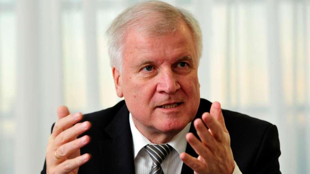 <b>Horst Seehofer</b> sorgt sich um die Union – und den Erfolg der CSU in Bayern. - 2092496117-horst-seehofer-interview-csu-fluechtlinge-OWTV5Qx2HNG