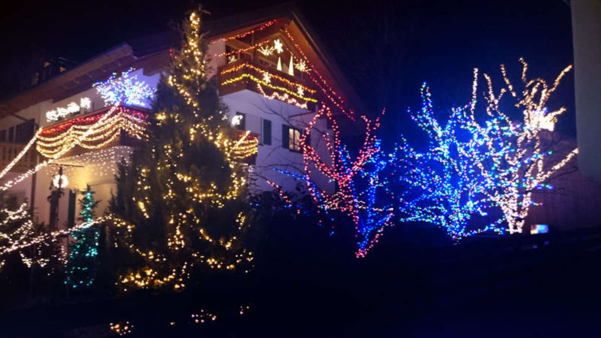 ppige weihnachts beleuchtung in ohlstadt bietet viel. Black Bedroom Furniture Sets. Home Design Ideas