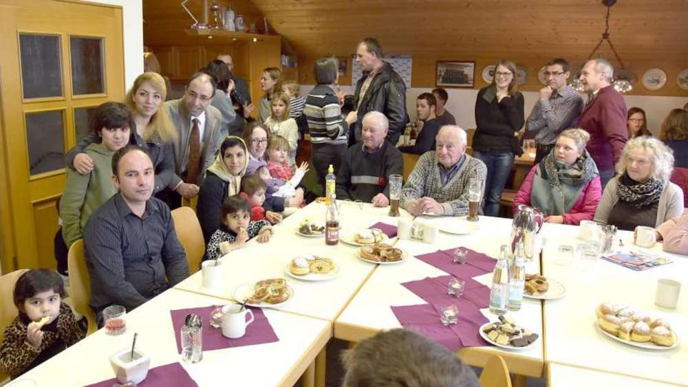 Wichtiges Kennenlernen: Flüchtlinge in Schönbrunn begrüßt | St ...