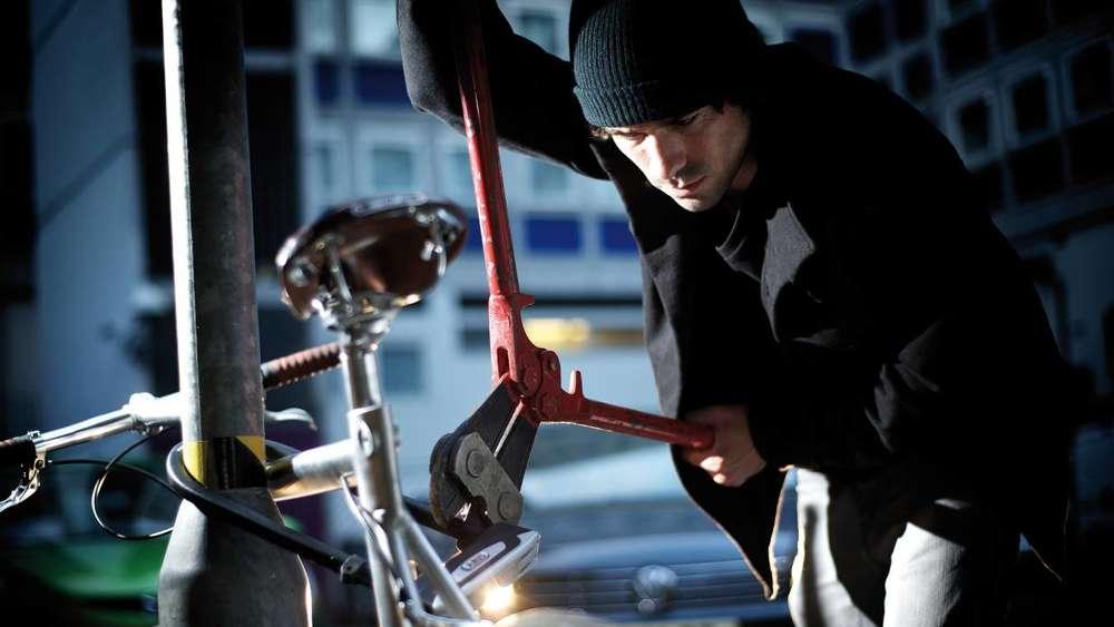 Eine neue Masche? Die wertvollen Räder stehlen Fahrraddiebe nicht auf der Straße. Immer häufiger wird gezielt in Fahrradläden eingebrochen. foto: Mzv