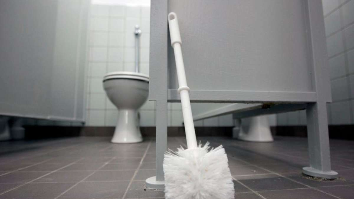 toilette l uft ber 60 j hriger rastet aus f rstenfeldbruck. Black Bedroom Furniture Sets. Home Design Ideas