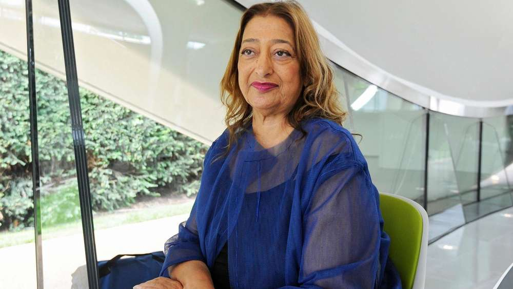 epa05237827 (FILE) A file picture dated 25 September 2013 of Iraqi-British architect Zaha Hadid inside the newly constructed Serpentine Sackler Gallery during a television interview, in Kensington Gardens in London, Britain. According to reports, Iraqi-British architect Zaha Hadid died at the age of 65 from a heart attack, her company said on 31 March 2016. *** Local Caption *** 51014321 EPA/FACUNDO ARRIZABALAGA *** Local Caption *** 51014321 +++(c) dpa - Bildfunk+++