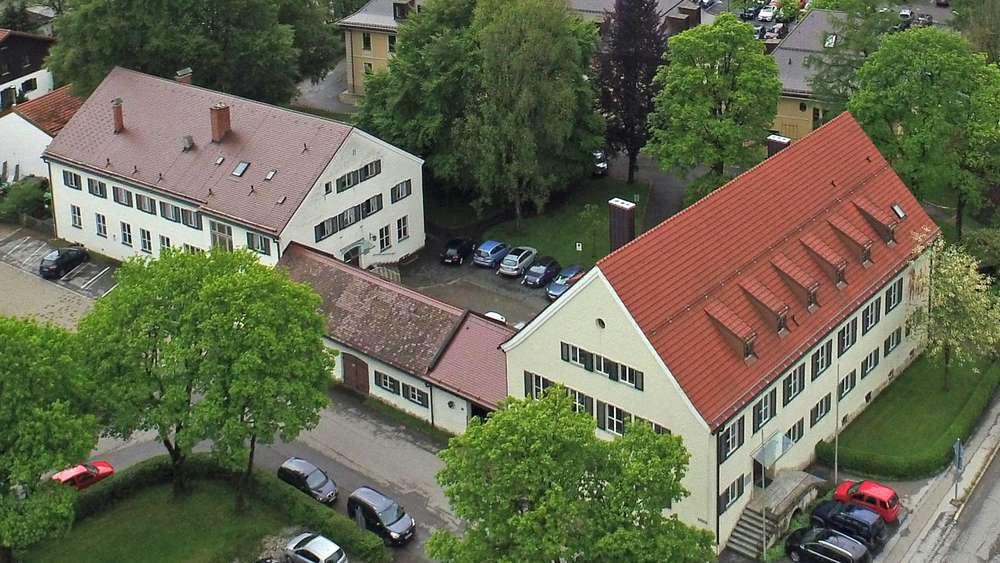 antrag auf nutzungs nderung landratsamt miesbach dehnt sich auf fr here landwirtschaftsschule. Black Bedroom Furniture Sets. Home Design Ideas