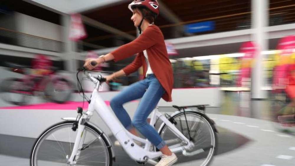 mit e bike ohne helm verungl ckt schwere kopfverletzungen. Black Bedroom Furniture Sets. Home Design Ideas