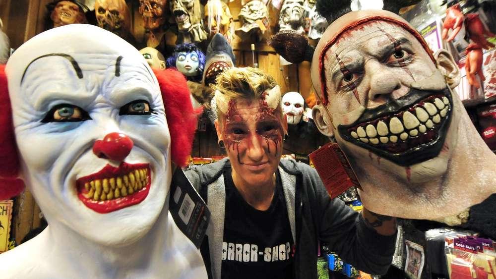 h ndlerin nicht jedem kunden verkaufe ich clowns maske stadt m nchen. Black Bedroom Furniture Sets. Home Design Ideas