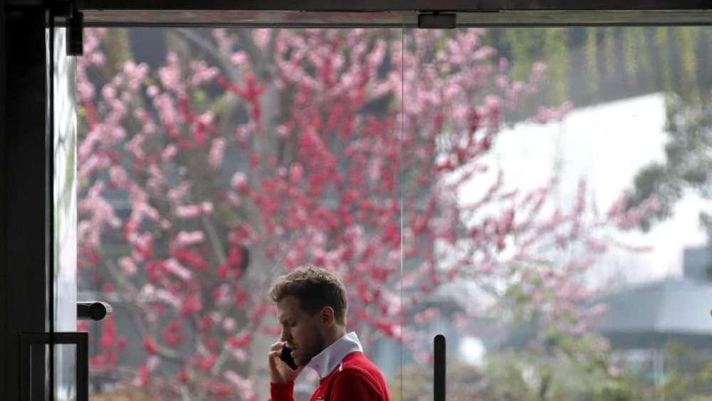 Sebastian Vettel will den Sieg mit Ferrari zum Saison Auftakt nicht überbewerten trotzdem aber in Shanghai nachlegen