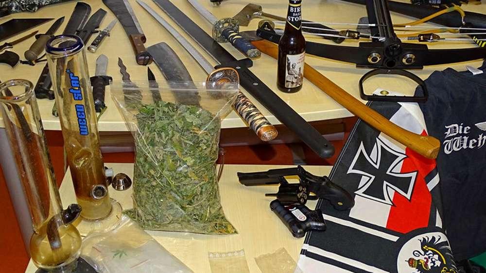 Reichsbürger in Neu-Ulm: Polizei entdeckt Waffenarsenal und Drogenmix
