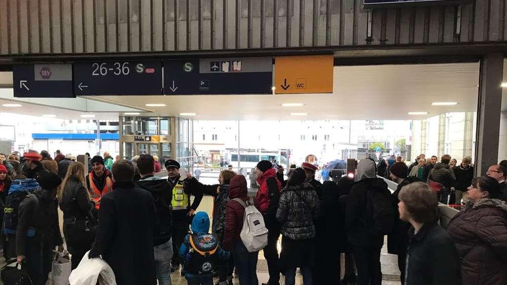 Notfälle Bahn Verkehr Bayern Deutschland: Kurzschluss legt Münchner S-Bahn zeitweise lahm