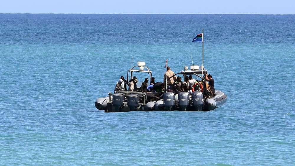 Flüchtlinge vor Libyen aus Mittelmeer gerettet