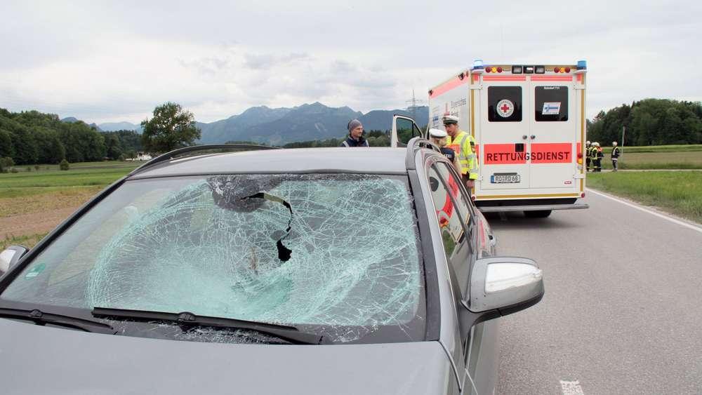 Radfahrerin von Auto erfasst und schwerst verletzt