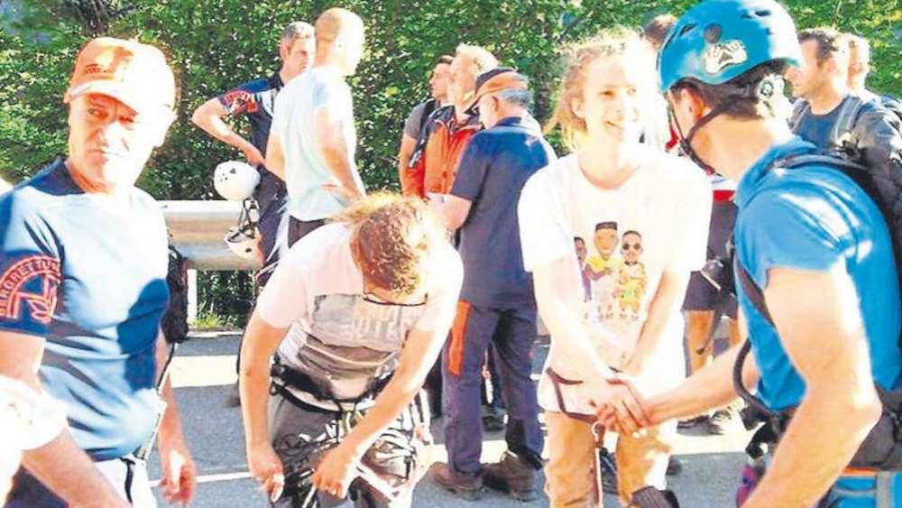 Freizeit Notfälle Österreich: Erdrutsch schließt 17 Menschen in Alpenschlucht ein