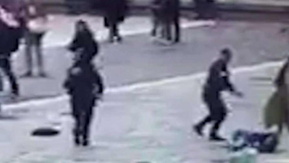 Polizist schießt bei Notre-Dame auf Angreifer: Anti-Terror-Einheit ermittelt