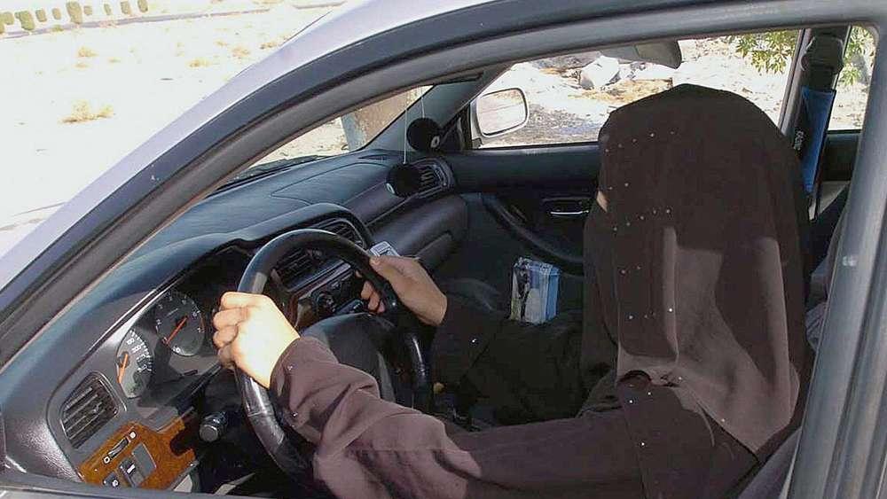 Saudi-Arabien lässt Frauen ans Steuer