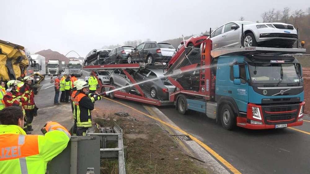 Mehrere Lkw beteiligt | Zwei Tote bei Crash auf A 3
