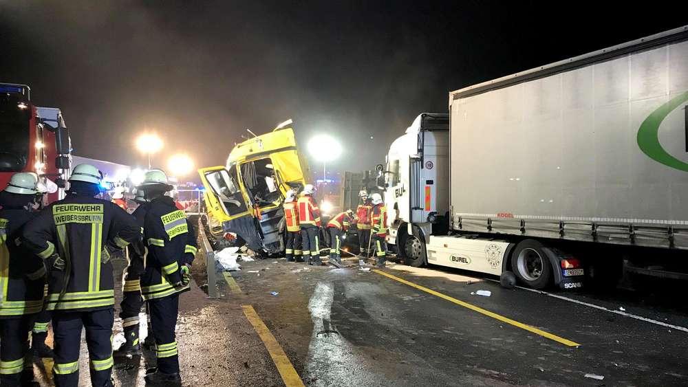 Heftiger Unfall auf der A 3 | Ein Toter bei Massencrash