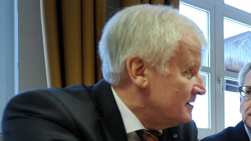 Große Koalition: De Maizière befürchtet Überforderung Seehofers