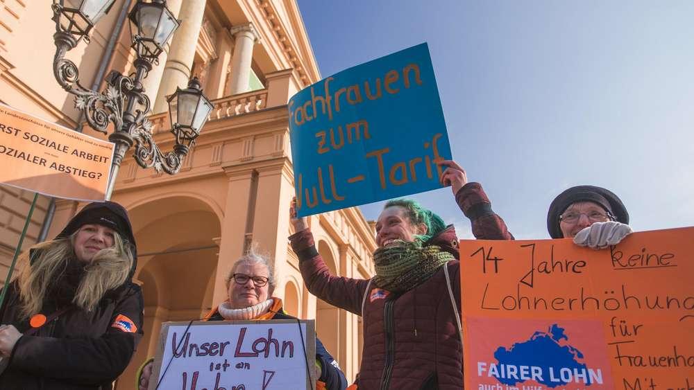 Gewerkschaften in Deutschland kündigen Warnstreiks vor Ostern an