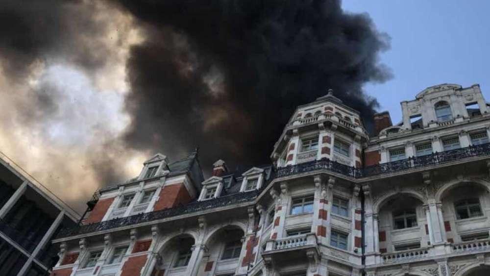 Mitten im Zentrum: Londoner Luxus-Hotel steht in Flammen