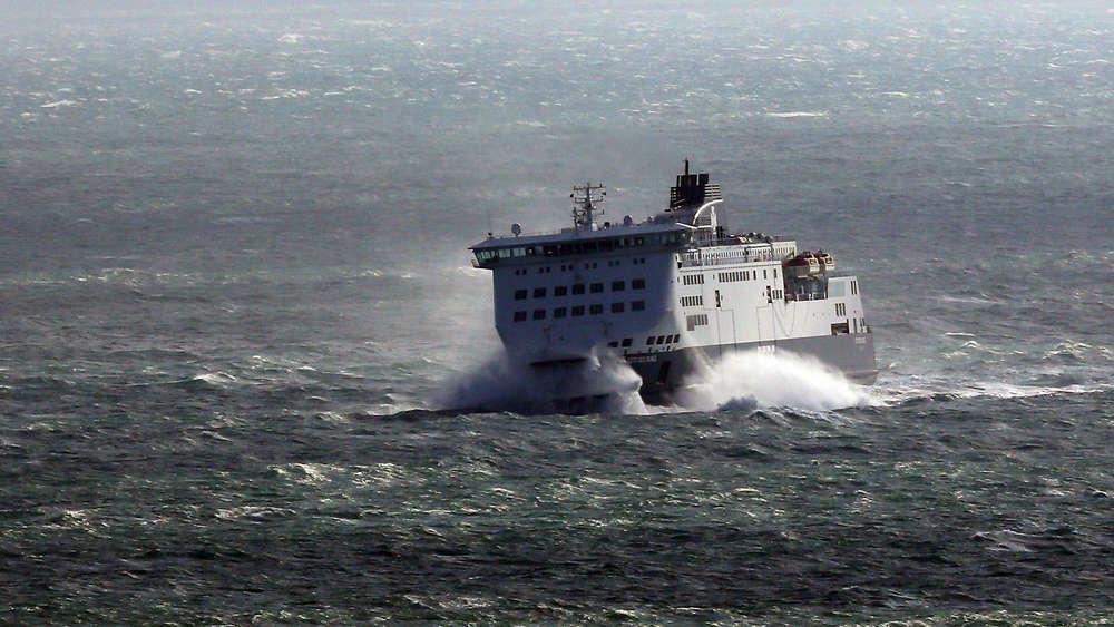Ostsee: Rauch auf Fähre aus Kiel mit rund 300 Passagieren an Bord