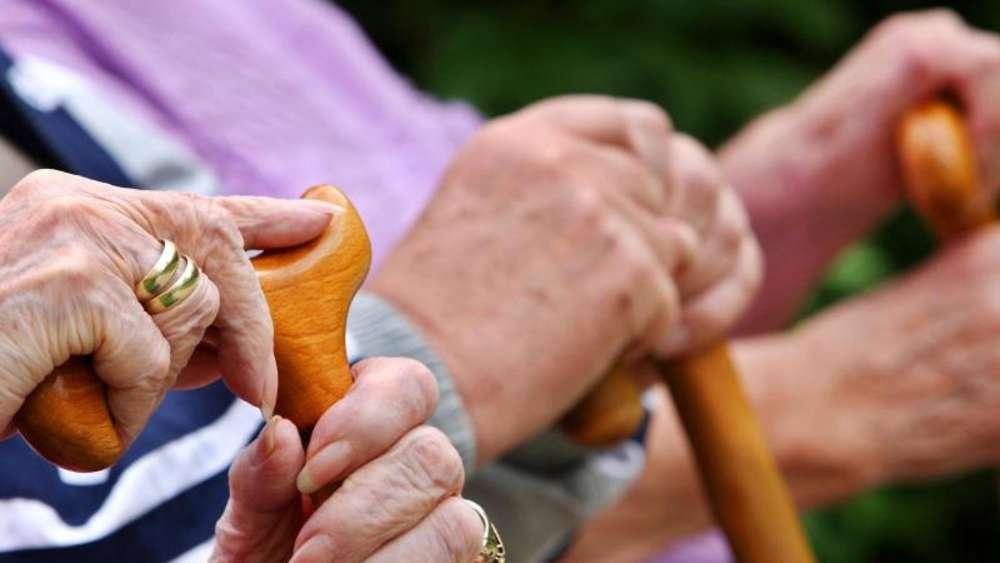 1,5 Millionen Rentnern wird ihr Geld ins Ausland überwiesen | Politik