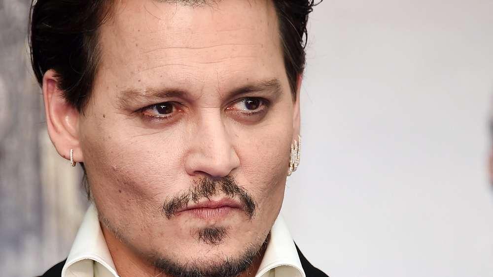 Johnny Depp besucht als Jack Sparrow verkleidet krebskranke Kinder in Paris