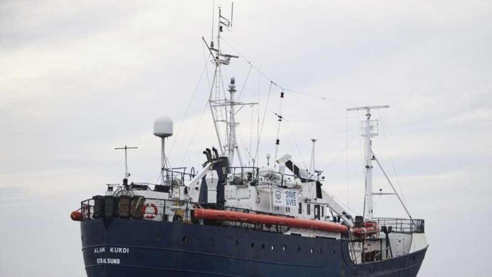 Flüchtlinge auf deutschem Schiff gehen in Malta an Land