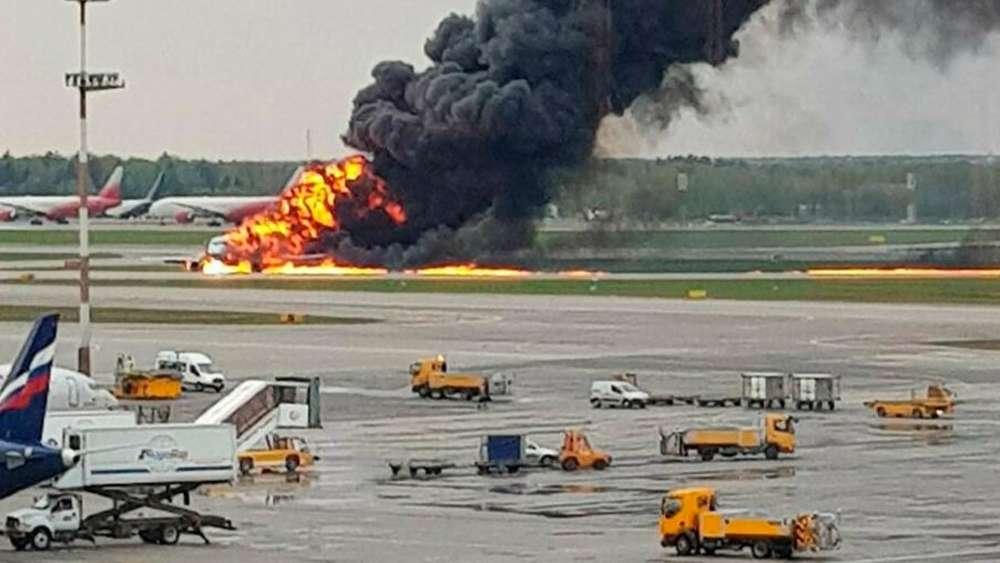 Flugzeug-Brand in Moskau: Womöglich 13 Todesopfer