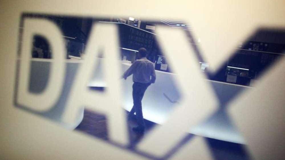 Dax erreicht Jahreshoch - Aussicht auf billiges Geld treibt   Wirtschaft