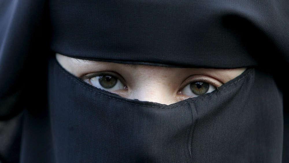 Niederlande - Burka-Verbot tritt in Kraft