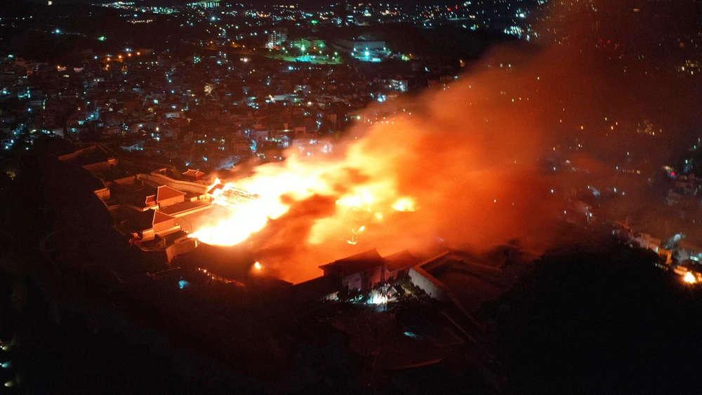 Burg Shuri niedergebrannt: