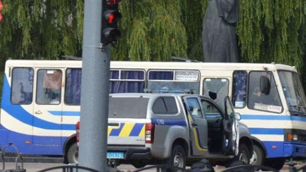 Luzk in der Ukraine: Geiselnehmer kapert Bus mit 20 Passagieren