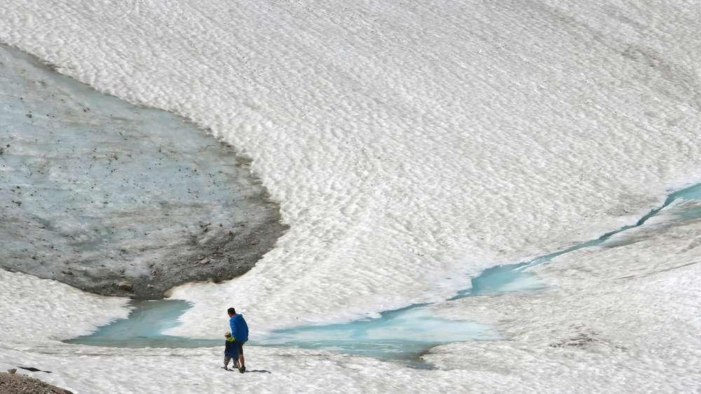 Frau überlebt zwei Tage und zwei Nächte in Gletscherspalte