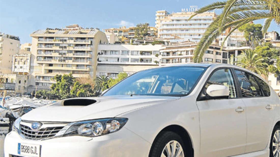 Mehr Luft für den Diesel: Den Subaru Impreza 2,0 D erkennt man an der großen Hutze auf der Motorhaube.