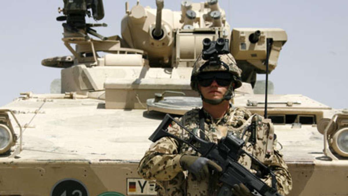 die bundeswehr k mpft in afghanistan mit schweren waffen wie dem sch tzenpanzer marder gegen die. Black Bedroom Furniture Sets. Home Design Ideas