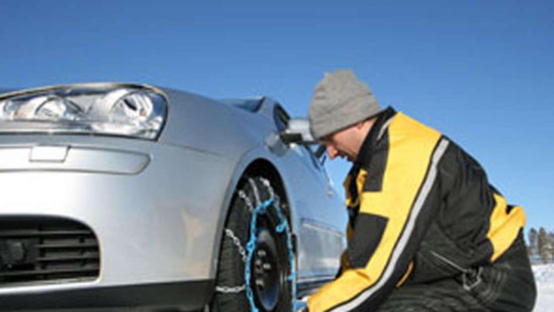Schneeketten Waschen im Winter Auto Pflege Ratgeber Tipps Frost Eis Schnee Batterie