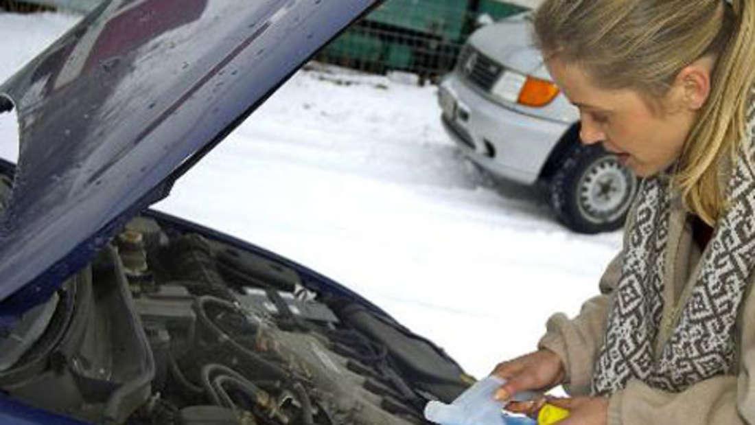 Waschen im Winter Auto Pflege Ratgeber Tipps Frost Eis Schnee