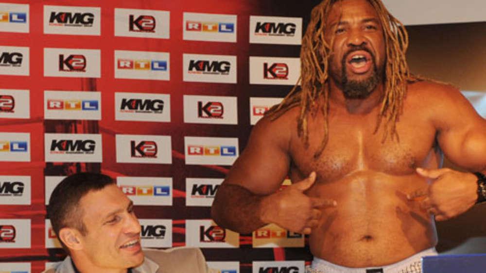 Klitschko-Gegner Briggs zeigt Striptease | Mehr Sport