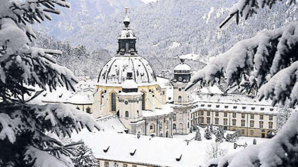 Romantischer Weihnachtsmarkt im Ettaler Klosterhof   Leben