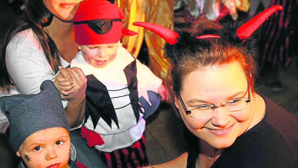 Kleine Rocker Piraten Und Teufel Sturmen Die Faschings Tanzflache