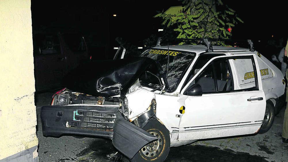 Auto Gestohlen Und Gegen Die Wand Gefahren Region Weilheim